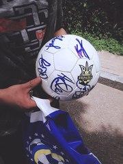 Мяч с автографами футболистов сборной Украины 2016