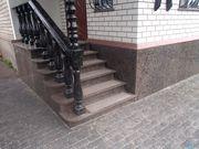 Входная группа из гранита,  лестницы и ступени